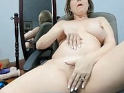 Momma fingering while she waits for a text
