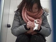 Chinese toilet peeing 2