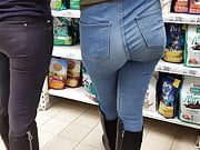 Juicy ass teen girls in tight jeans